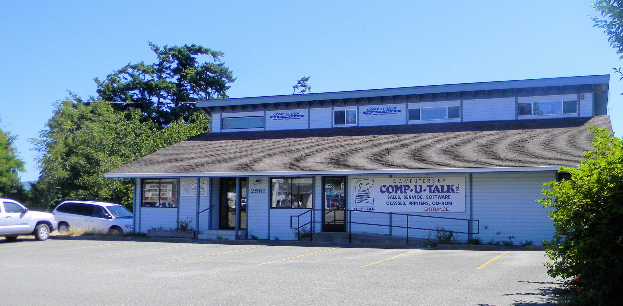 Comp-U-Talk in North Bend. A Real Building with Real People who Speak English.